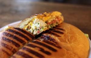 agoulou-la-kaz-dwichtorialist-antillais-sandwich-2