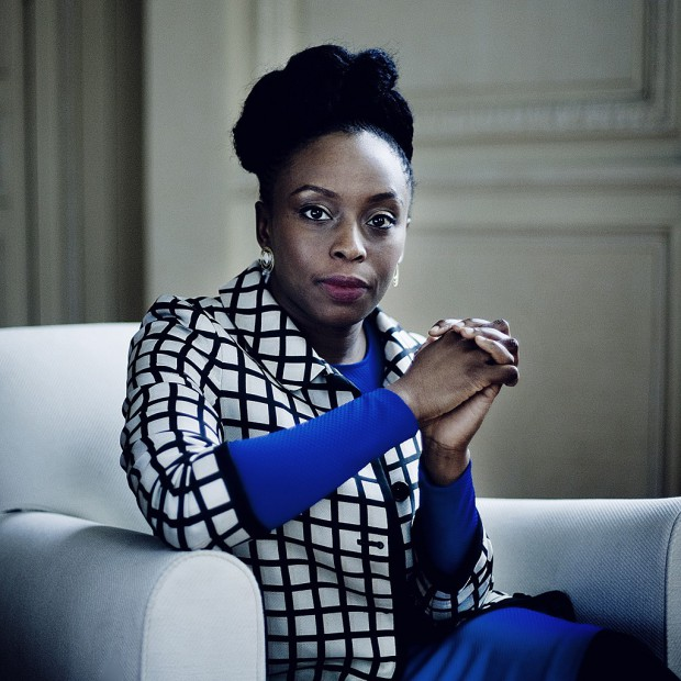 Chimamanda-Ngozi-Adichie-la-feministe-qui-inspire-Beyonce_visuel_article2